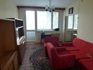 Začína rekonštrukcia - pôvodná obývačka (vpravo vchod do kuchyne - tento ostane zachovaný, akurát bez dverí), 10.10.2011.