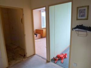 Začína rekonštrukcia - vpravo pracovňa, uprostred spálňa, vľavo vstup do pôvodnej druhej chodby, 10.10.2011.