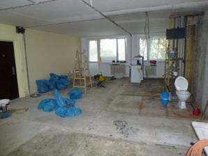 Vpredu vpravo bude jadro, za tým kuchyňa, vľavo bude obývačka.