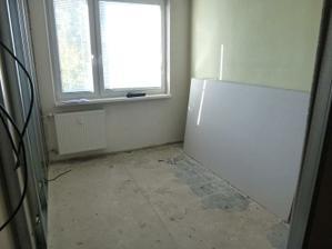Nová pracovňa - jediná miestnosť, kde je nový radiátor, ostatné budú vymenené.