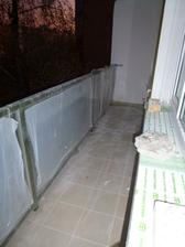 Tento rok zatepľovali blok a súčasťou bola aj nová dlažba na balkónoch (o starosť menej pre mňa).