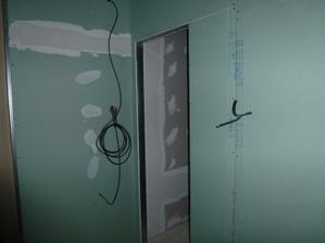 Kúpelňa - pohľad od stupačky na vstup.