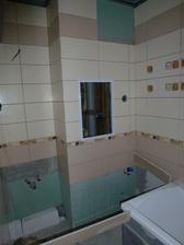 Kúpelňa - vpravo za vaňou bude práčka, v rohu vľavo umývadlo.