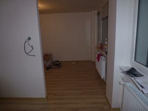 Pohľad z kuchyne do obývačky.