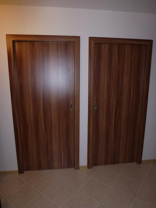 Home sweet home - Moje krásne zasúvacie dvere do steny - dekor slivka Merano, na slivku som zaťažená, všetok nábytok bude slivka, rovnako ako korpus kuchynskej linky a pracovná doska :o)