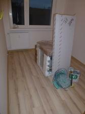 Pracovňa - zatiaľ je tu zložená rúra a zástena do kúpeľne.