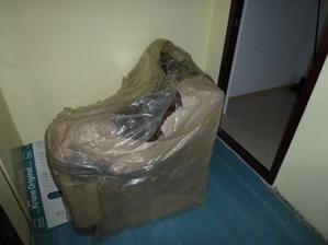 Jediný spôsob, ako dostať roh sedačky do bytu, je nájsť čalúnnika, ktorý to rozoberie a v obývačke zas dá dokopy :o( Držte mi palce...