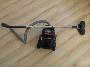 Môj nový drak - Elektrolux Supercyclone, je fantastický :o) Ľahký, výkonný... a že je hlučný? No a čo, nech susedia vedia, že nie som lenivá do upratovania ;o)