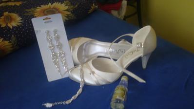 táák moje topánočky s náušničkami a náramkom a ukážka fľaštičky na redový :)