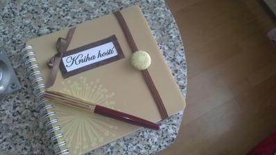 tak som sa rozhodla aj pre knihu hostí čo poviete, vlastná výroba :)