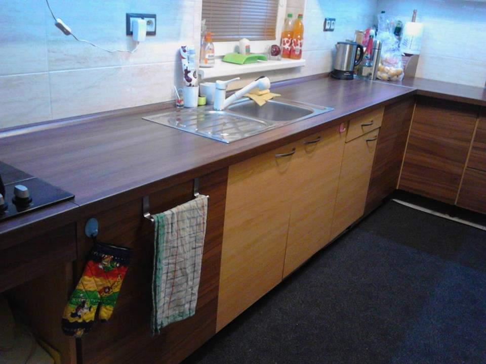 Ahojte poradíte ako zjednotiť túto kuchyňu? A aké vrchné skrinky,teraz sú také ako tie bledé.dakujem - Obrázok č. 1
