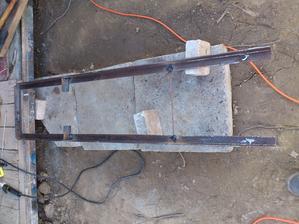 Učil som sa zvárať. Konštrukcia pre elektromerový rozvádzač.