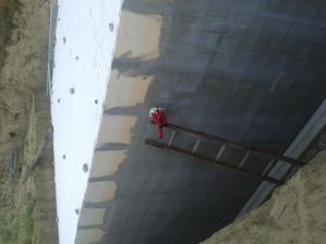 Prestupy pre vodu a elektrinu do studne nachystané + nejaká rezerva.