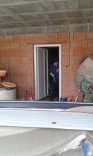 15.2.2016 - Z garáže do pivníc som si vydobil interiérové plastové dvere. Manželka nechcela ale teraz si pochvaľuje.