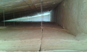 15.7.2016 - Takto to vyzerá na final strop nad dvoma izbami. 20cm medzi krokvami a na SDK konštrukcii 16cm. Bočná stena obložená preistotu aby nebol tepelný most taktiež 16cm. Spolu soms a dostal na R=9,95 čo splna aj požadovanú hodnotu v roku 2020.