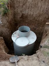24.9.2016 - Konečne bude voda, predlžoval sa dedinský vodovod a rovno sme nachystali napojenie.