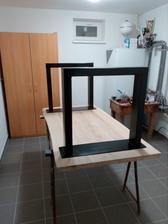 18.2.2017 - Stôl s osadenými nohami na nečisto.
