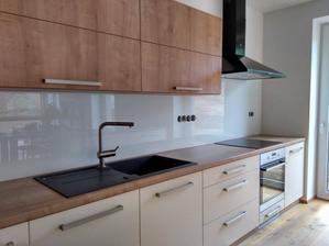 22.9.2017 - Kuchynská zástena Lacobel biela, kalené sklo
