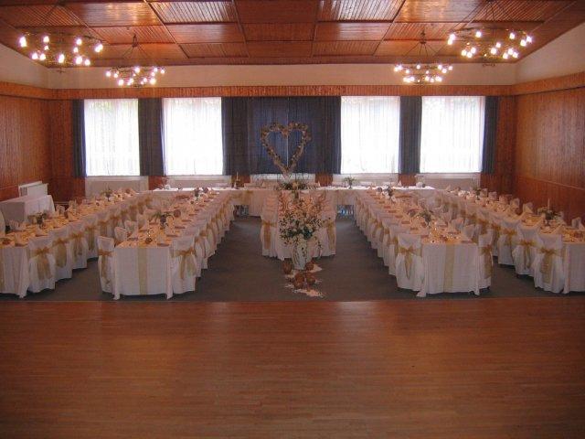 Prípravy 2.5.2009 2.časť - Vyzdobena sala ale bude v svetlo modrej.