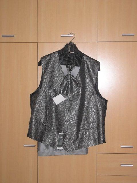 Prípravy 2.5.2009 2.časť - Svadobná vesta s kravatou