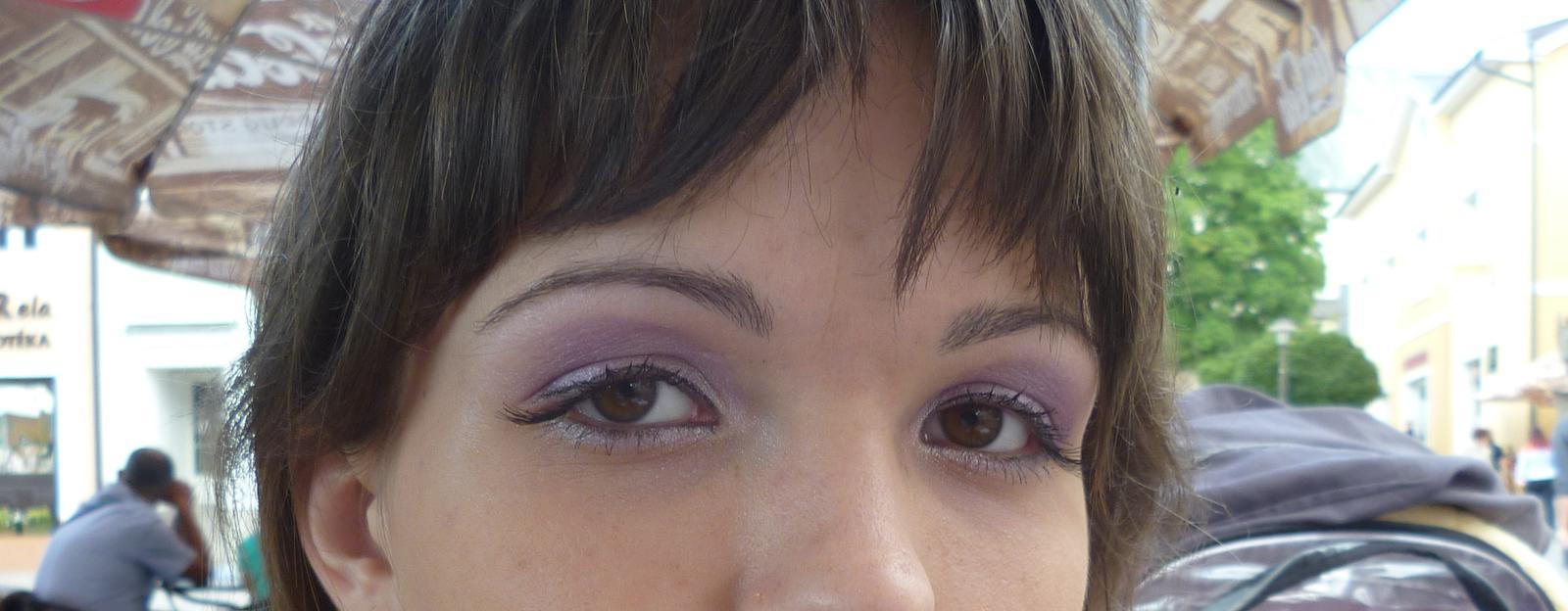 Aj my sa musíme pripraviť na náš veľký deň - NAŠE PRÍPRAVY :-) - Na konci očí mám nalepené aj trsy rias :-)