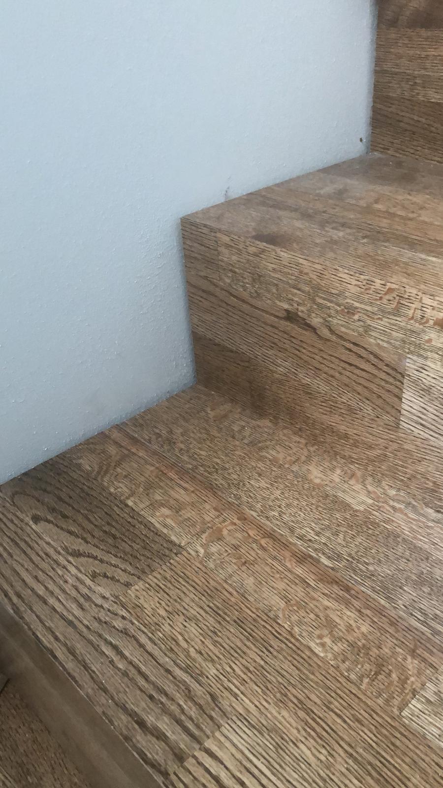 Obklad schodiska drevenými 3-vrst parketami - Pre viac info nás kontaktujte - https://www.kupsipodlahu.sk/kontakty