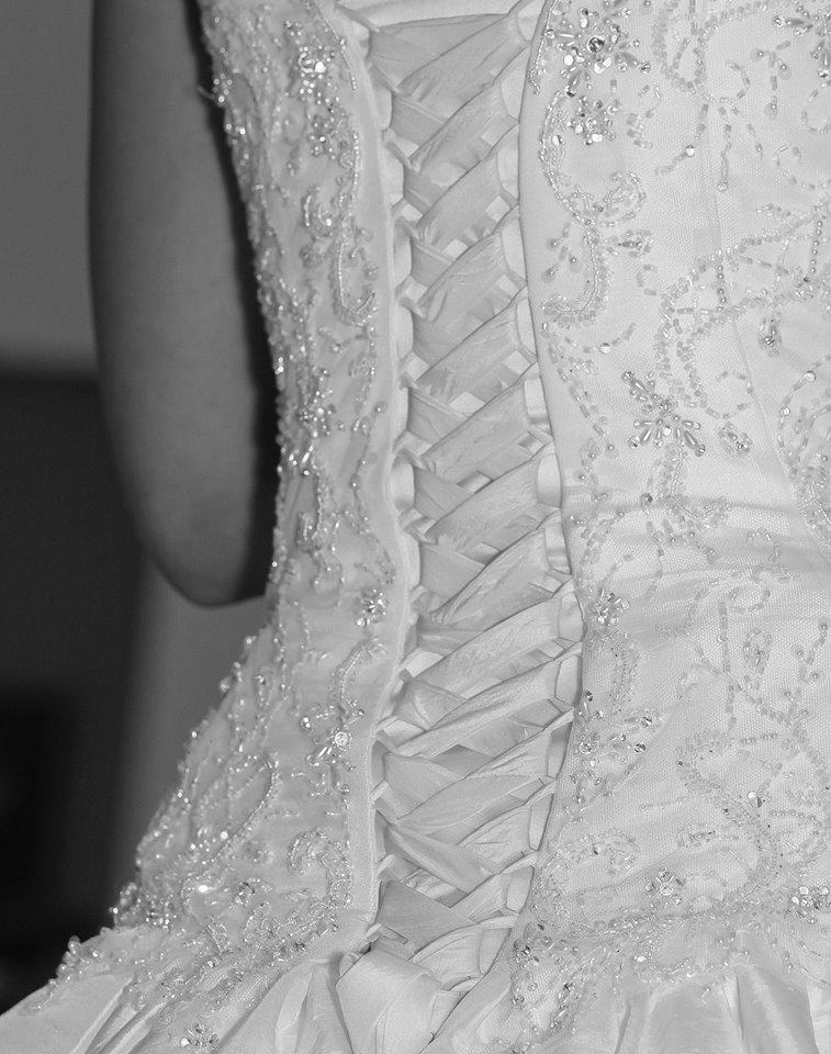 Eliška{{_AND_}}Ondřej - zatím fotky z večera od mé známé fotografky :-)  nejkrásnější šaty i když už notně povolené ;-)