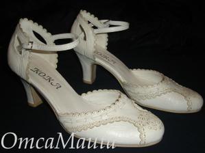 koupila jsem si v salonu boty, skvělý široký podpatek a akorát výška!