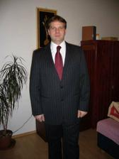 ženich má již doma oblek, kravatu a košili