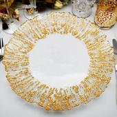 Klubové taniere so zlatým košaratým okrajom,