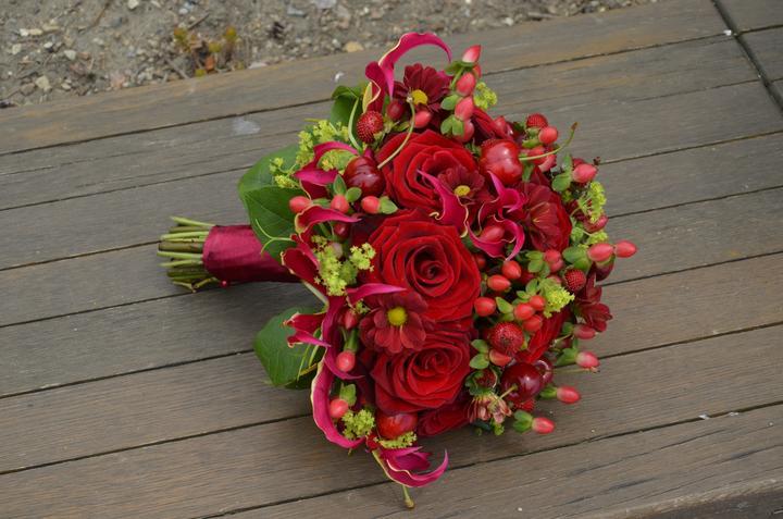 Letní svatební kytička-jahůdky a třešně