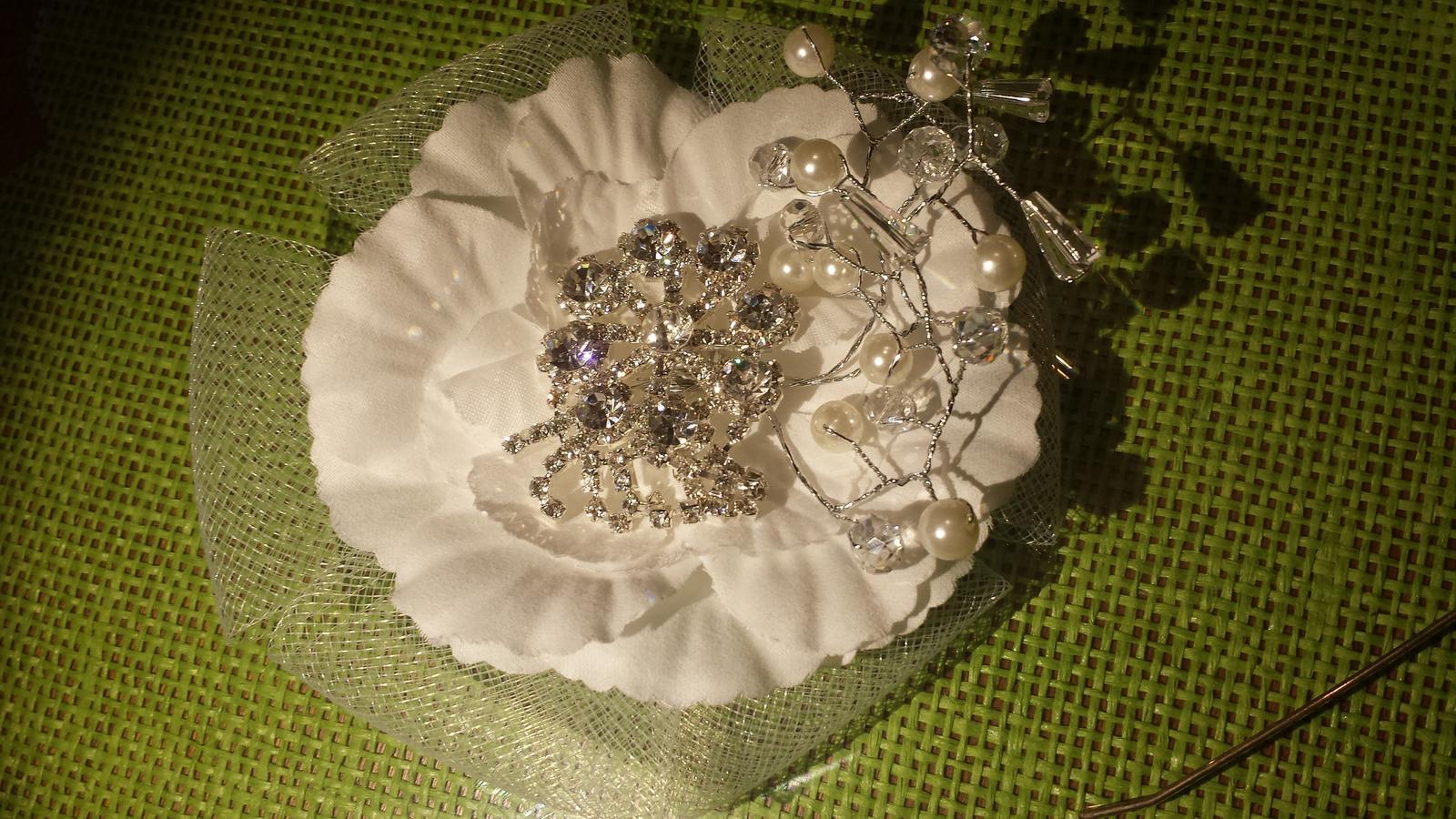 Svadobny kvet do vlasov biela - Obrázok č. 1