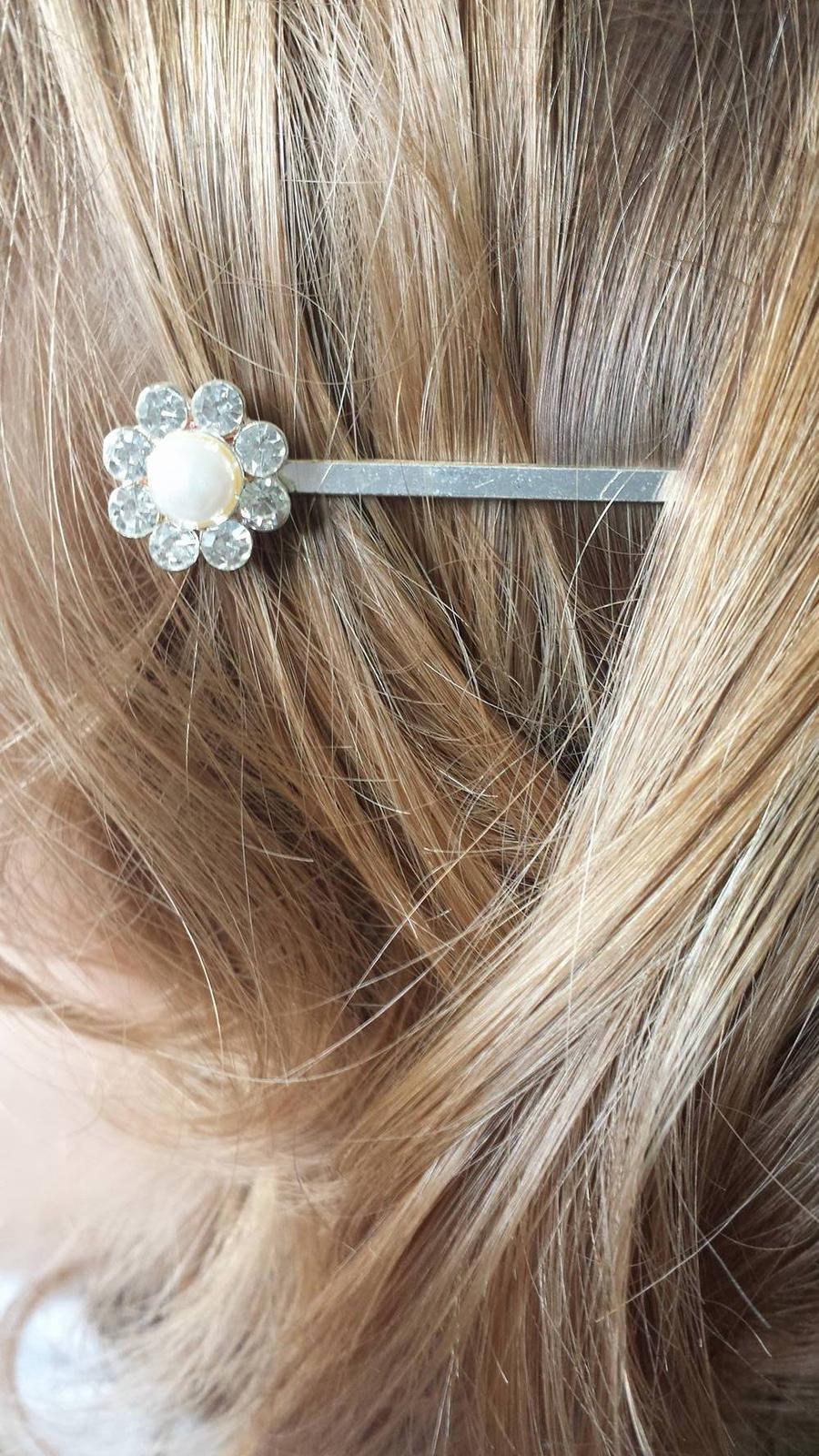 Ozdobna sponka biela s perlickou - Obrázok č. 1