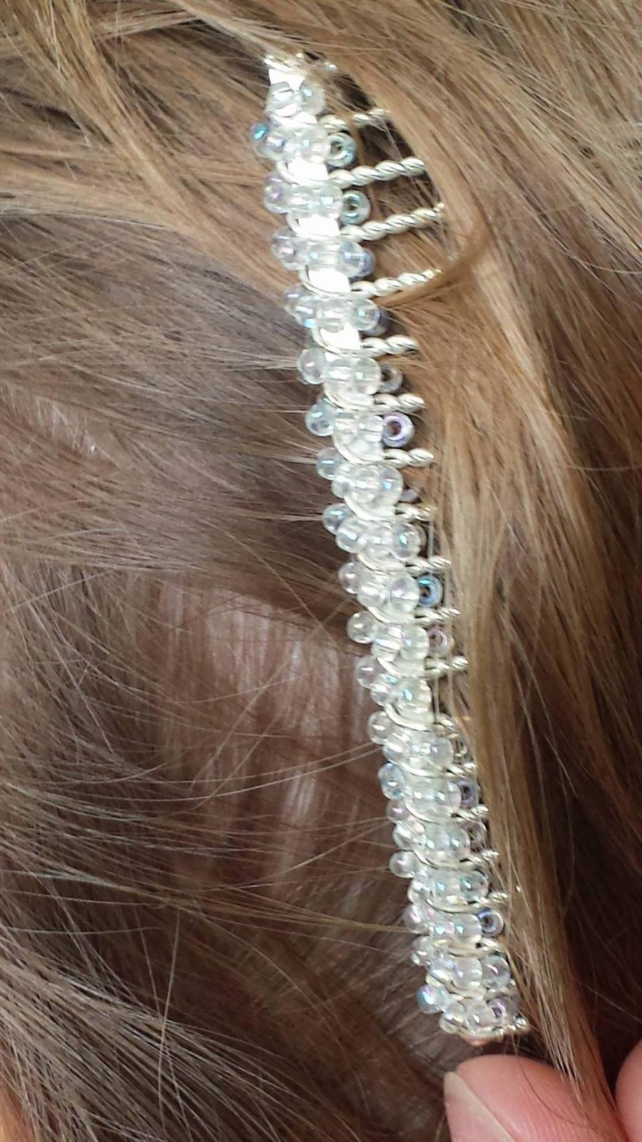 Biely hrebienok do vlasov - Obrázok č. 1