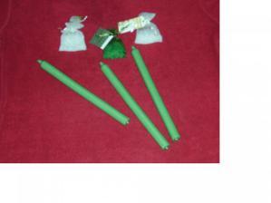 První nákup výzdoby na stůl - pytlíčky s korálky a svíčky