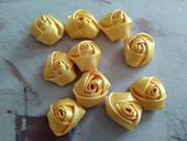 10 ks květin ve žluté  barvě ,