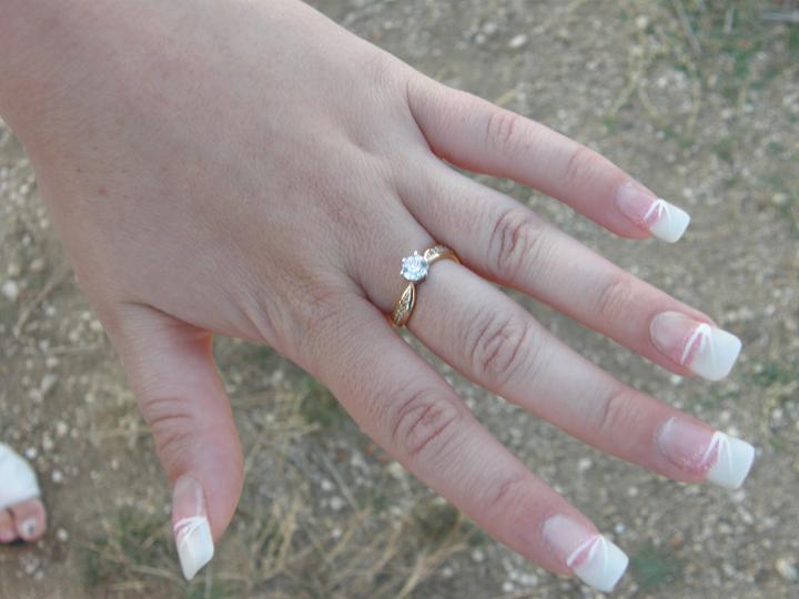 Náš deň D sa pomaličky blíži :-) - môj zásnubný prstienok :-)