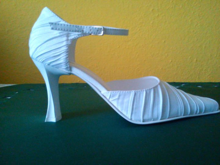 Náš deň D sa pomaličky blíži :-) - moje svadobné topánočky :-)