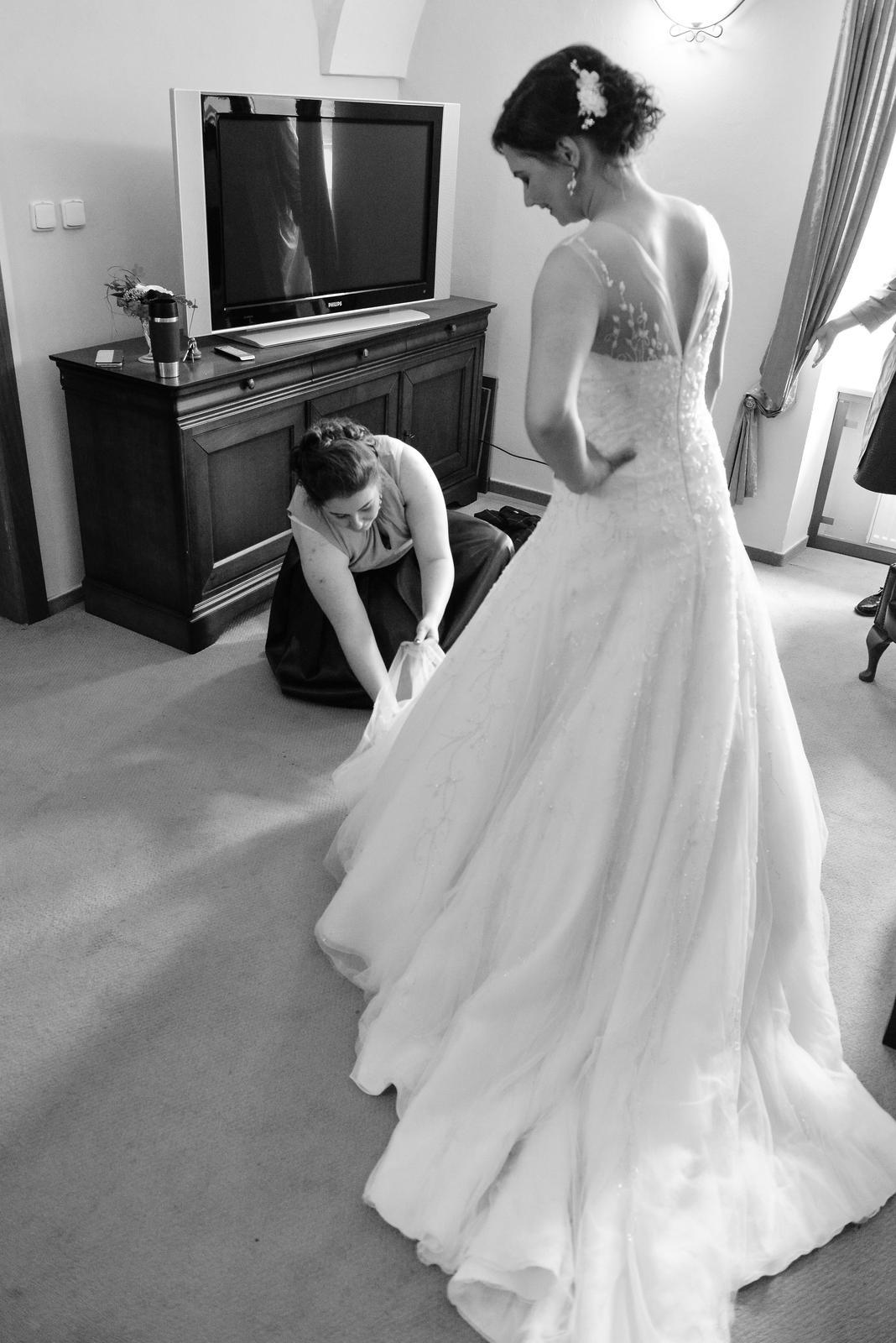 Svadobné šaty Pronovias Disco 38, bolerko, vesta - Obrázok č. 2