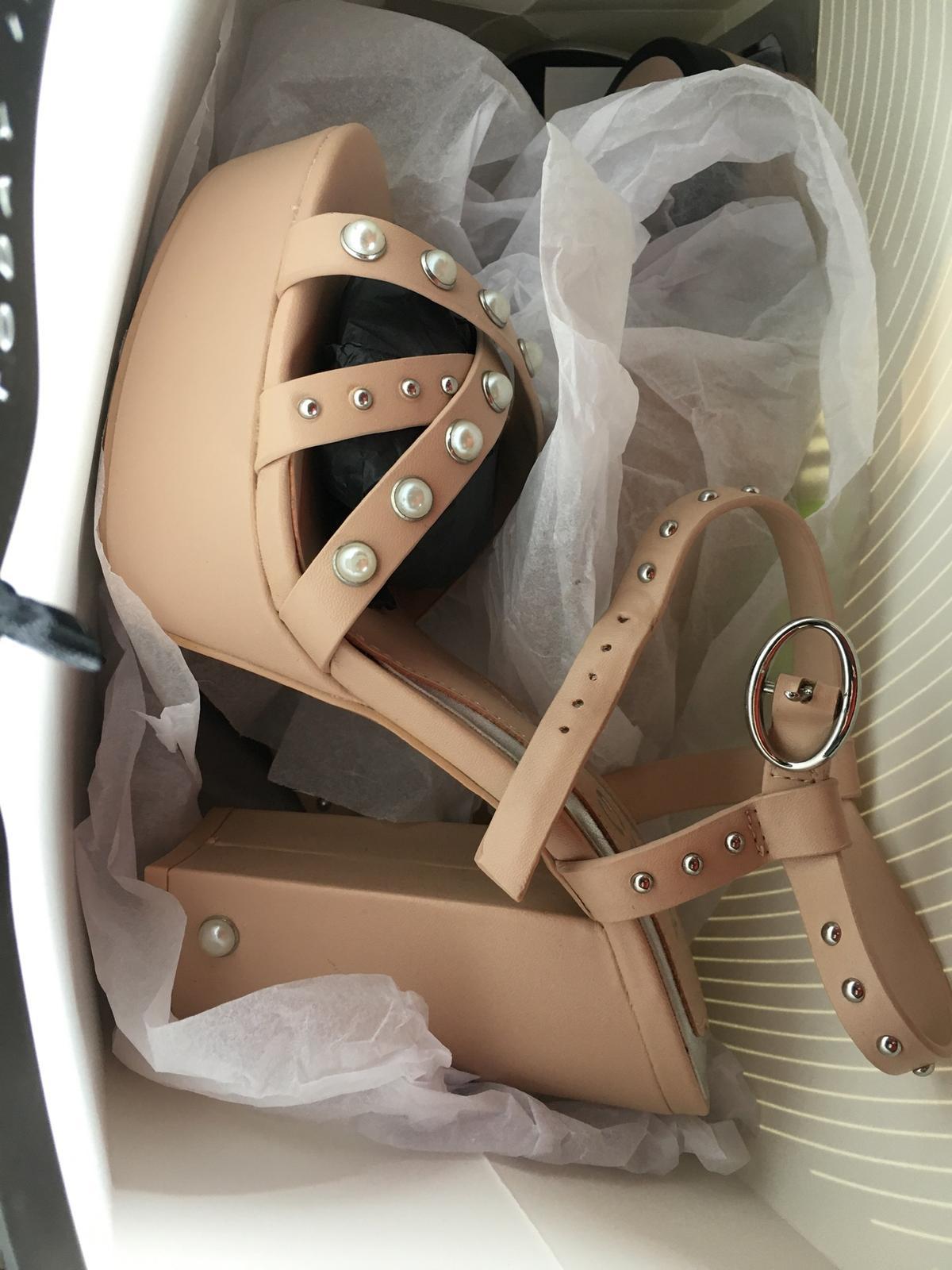 Boty zdobené perlami - Obrázek č. 2