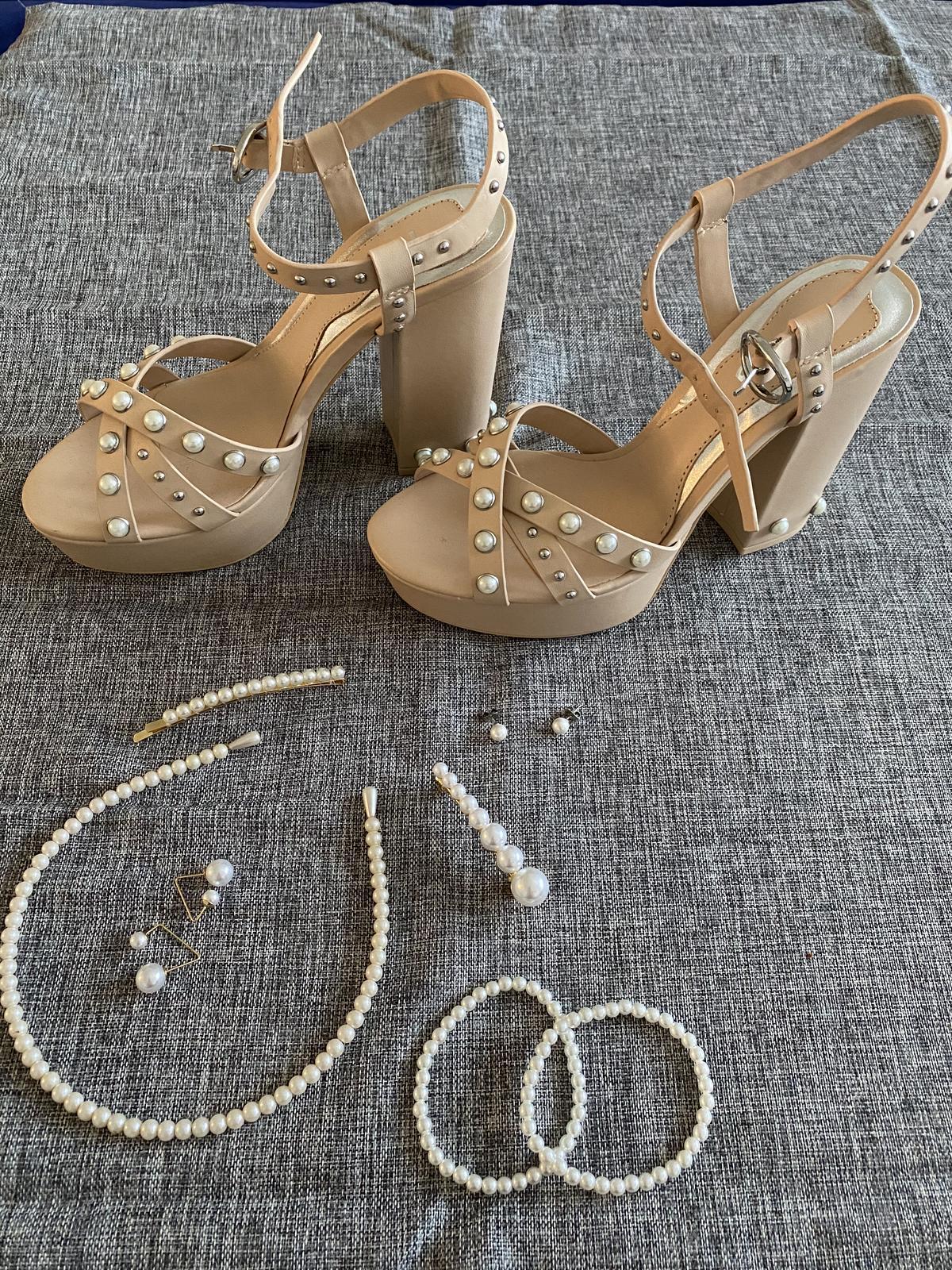 Boty zdobené perlami - Obrázek č. 1