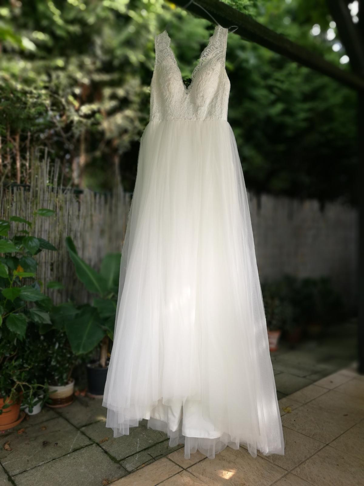 Krajkové svatební šaty s tylovou sukní vel.36 - Obrázek č. 1