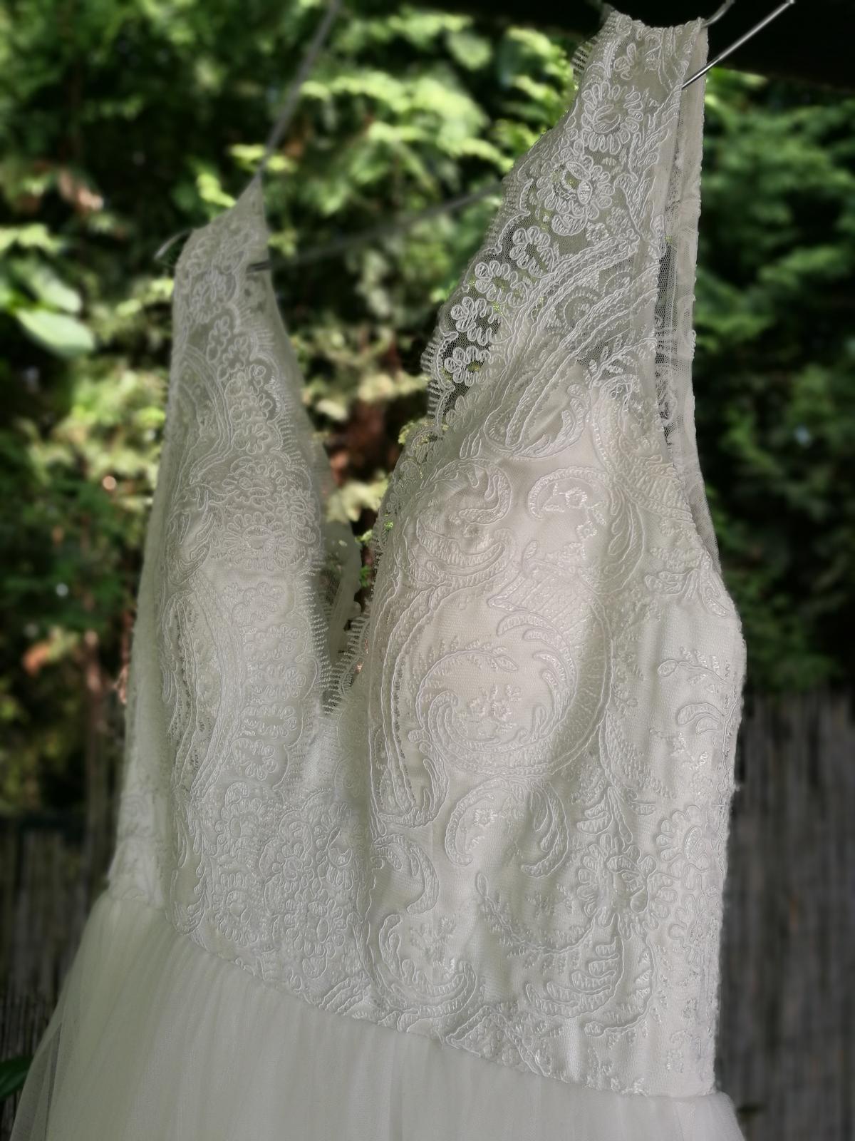 Krajkové svatební šaty s tylovou sukní vel.36 - Obrázek č. 3