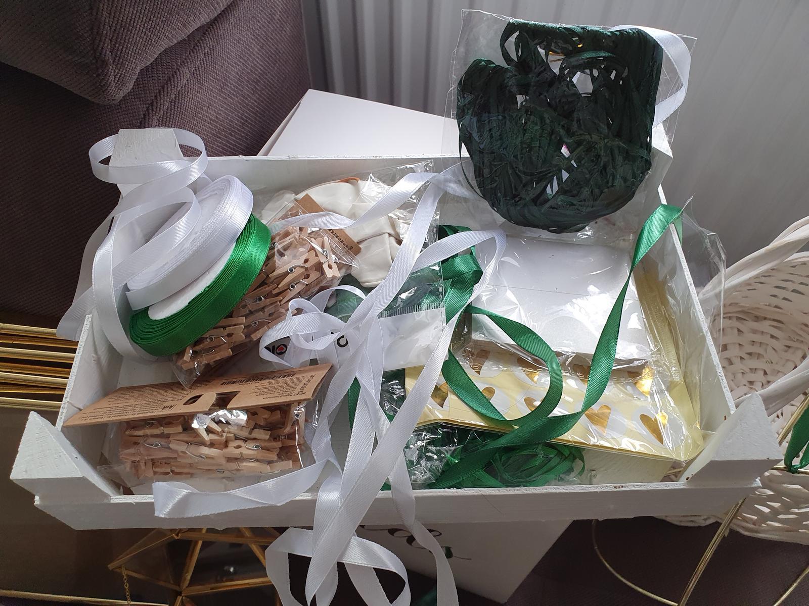 bilo - zeleno -zlate svatebni dekorace a doplňky - Obrázek č. 4