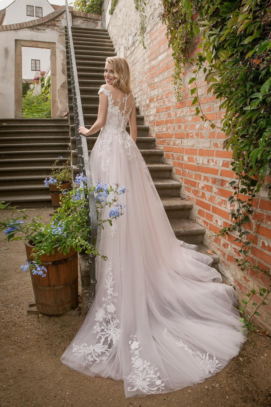 Predám NOVÉ nepoužité šaty Eva Grandes Candy veľ. 38, veľmi dlhé - Obrázok č. 2