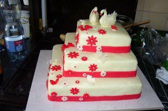 Tak toto byl cvičný dortík je pro jiný páreček ale pečený naší nejlepší cukrářkou