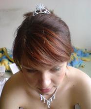 Zkouska korunky :) je na krivo a nemám správně učesané vlasy ale je kouzelná