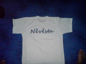 tričko nevěsty i když je hlupa a neumí psát, ale svedeme to na tiskárnu :)