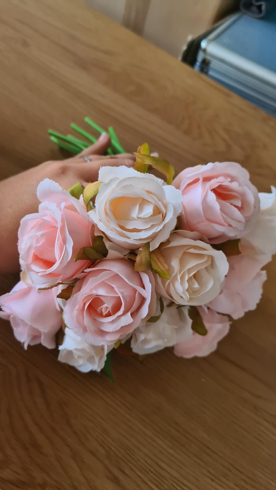 Umělá kytice růží - Obrázek č. 1