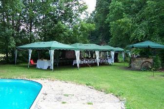 hostina přes bazén